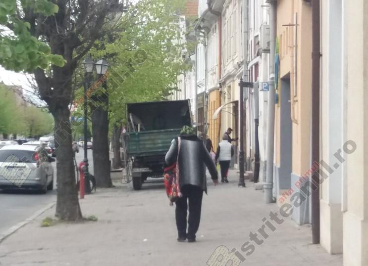 Rostul de dimineață: Trăistuța fermecată…! Plutind fantomatic pe străzile din centru…