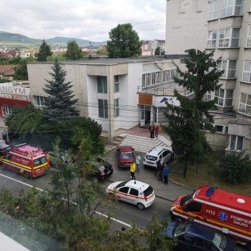 FOTO/VIDEO: Mobilizare de forțe pe Slavici! Un bărbat a rămas înțepenit la volan