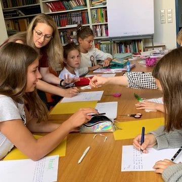 INEDIT: O bistrițeancă își rupe din timpul ei liber pentru a-i învăța limba maternă pe copiii românilor din Nürnberg