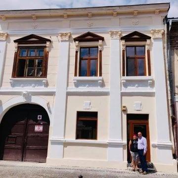 BISTRIȚA: Reabilitarea unei fațade din Centrul Vechi, o misiune aproape imposibilă!