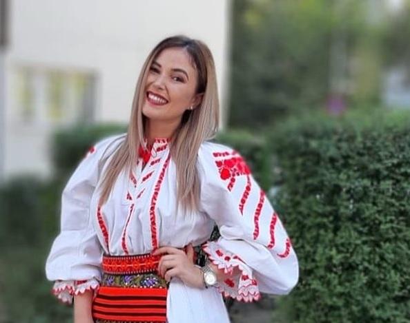 INEDIT! Cea mai bună profă de română din două județe este cântăreață de muzică populară