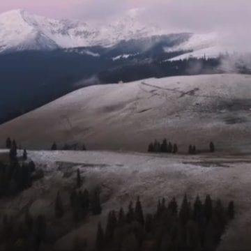 Rostul de dimineață. Totul, întors pe dos: A nins ieri în Munţii Rodnei…!