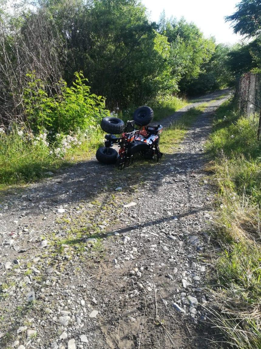 Doi copii au tras spaima vieții lor, după ce au căzut de pe un ATV
