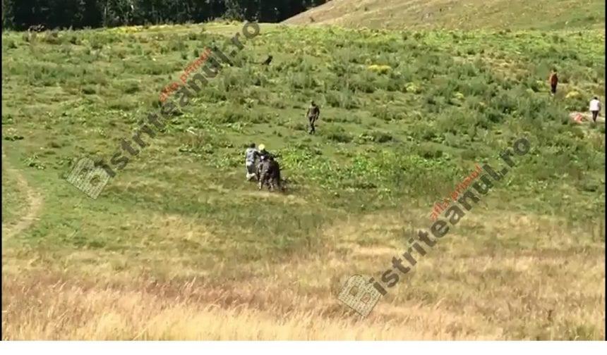 VIDEO ȘOCANT: Motociclist belgian zdrobit în bataie de ciobani la Colibița