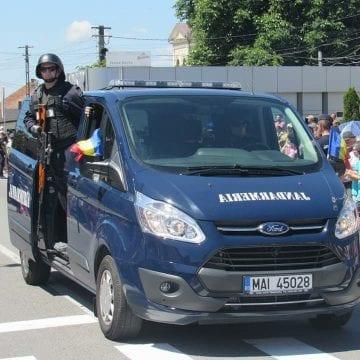 Obediența jandarmilor atinge noi cote: Gata să calce trei oameni, pe trecere, ca să nu-și supere șefii