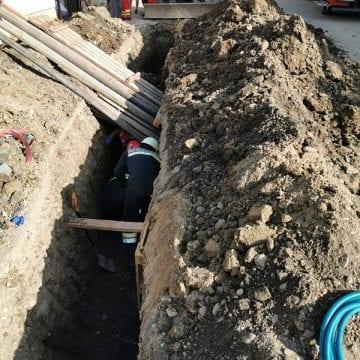 FOTO/VIDEO: Un tânăr a murit după ce a fost prins sub un mal de pământ