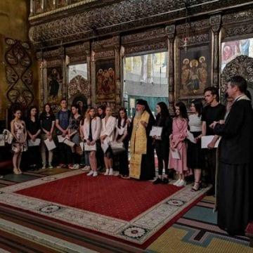 ÎPS Andrei Andreicuț i-a premiat pe absolvenții de 10 din Bistrița-Năsăud și Cluj