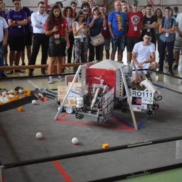 Roboții cuceresc Becleanul! 200 de elevi și profesori își pun mintea la contribuție în cea mai mare tabără de robotică