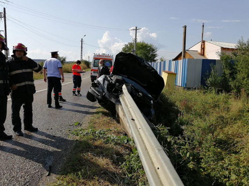 FOTO: Un sucevean și-a făcut praf mașina…din cauza unor buruiene!