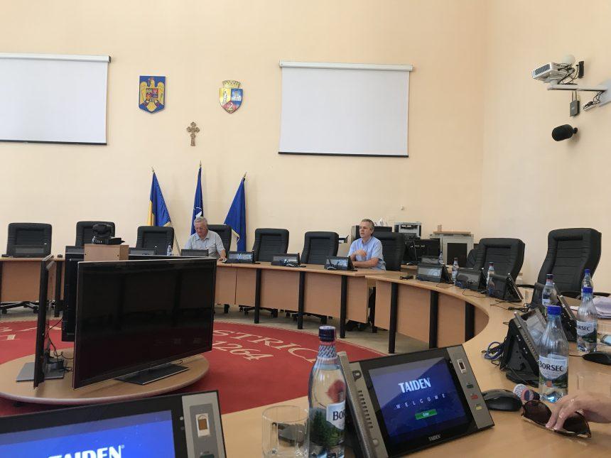 """CREȚU: """"Mie nu-mi spune nimic!"""" VEZI părerea primarului despre cântăreții de la Târgul Mare al Bistriței"""
