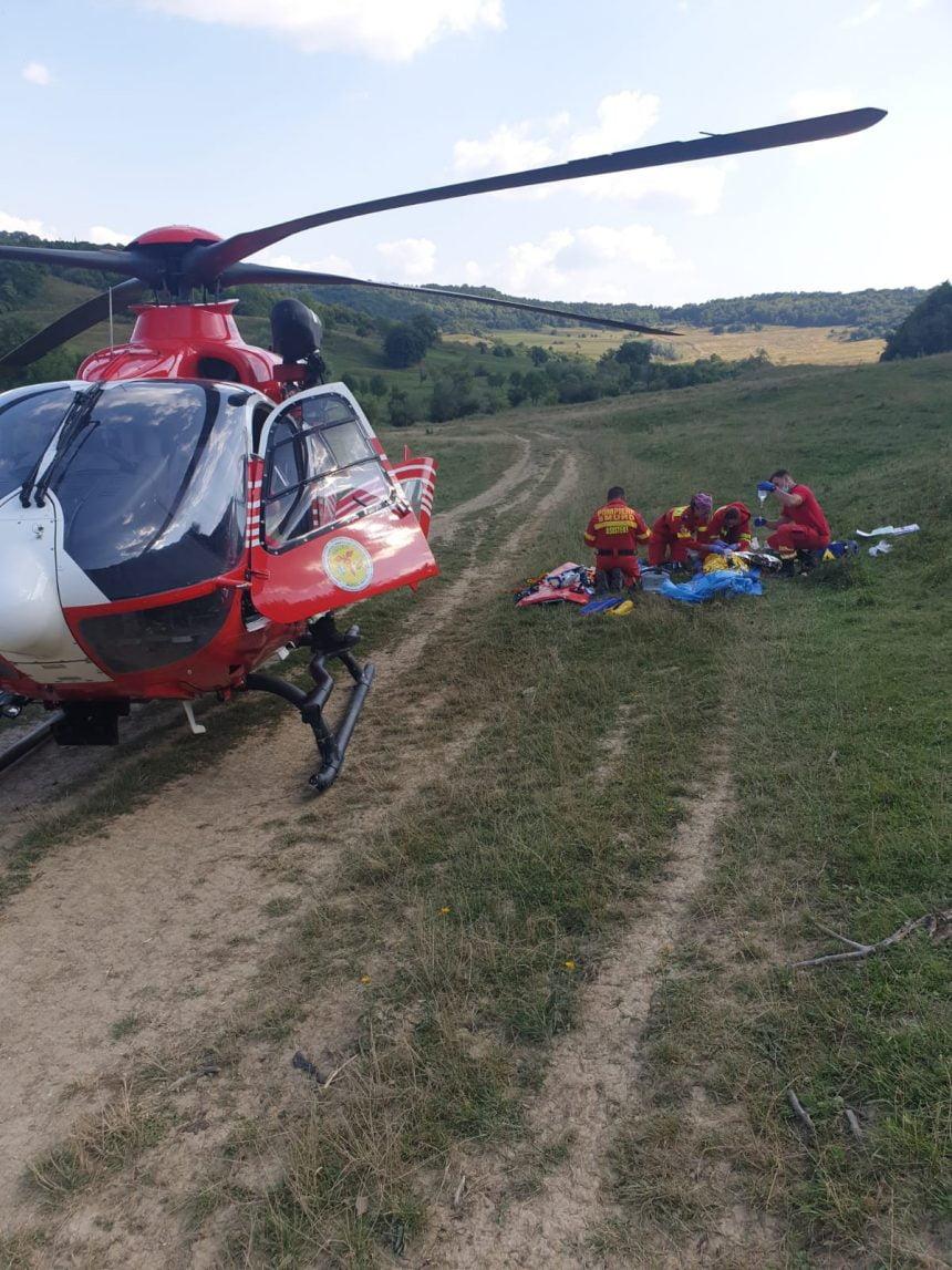 FOTO: Un copil a fost rănit după ce a căzut din tractor. Elicopterul SMURD solicitat în ajutor