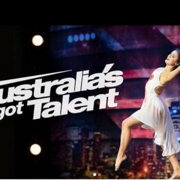 """VIDEO – Larisa, """"minunea"""" brunetă, cu origini bistrițene, care a ridicat publicul și juriul în picioare la Australienii au Talent"""