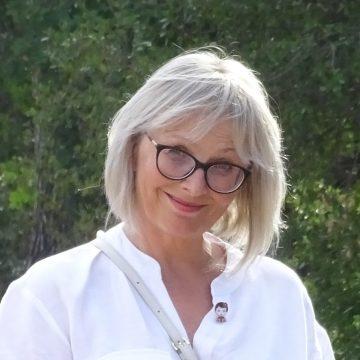 """Monica Halaszi: Absolvenții a căror medie de admitere este sub 5 să fie obligați să urmeze școala profesională – fabrică de """"Dorel"""" pe bandă rulantă"""
