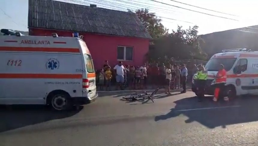 Copil pe bicicletă, lovit de o ambulanță