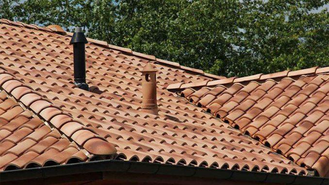 Cere și ți se va da! Ghinda a primit țiglă pentru refacerea acoperișului căminului cultural