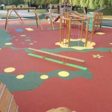 Cum a plătit Primăria Bistrița 50.000 de euro pentru cauciuc INEXISTENT pentru spațiile de joacă