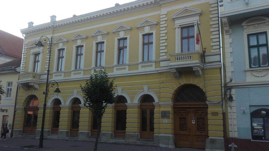 Bani mai puțini pentru directorul unui liceu din Bistrița în urma unui control făcut de Curtea de Conturi