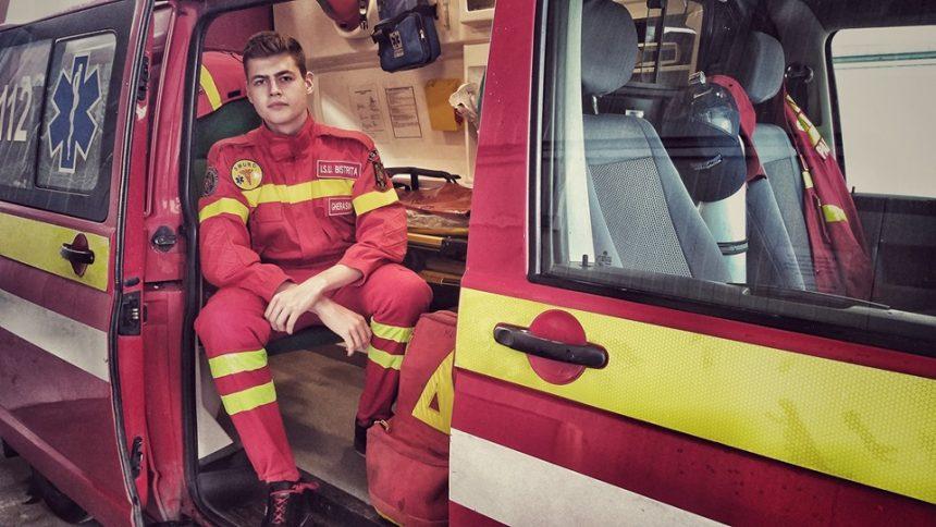 FOTO: La doar 18 ani, un licean din Bistrița este noul Coordonator de voluntari de la Crucea Roșie!