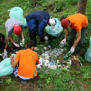ESTE NEVOIE DE AJUTORUL VOSTRU: Haideți să curățăm Dealul Budacului!