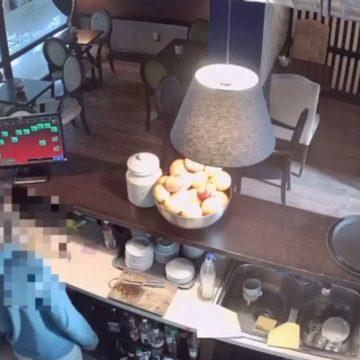 """VIDEO: TUPEU – A mers la cofetărie și la bar fără bani și a încercat să se """"descurce"""" cu plata"""