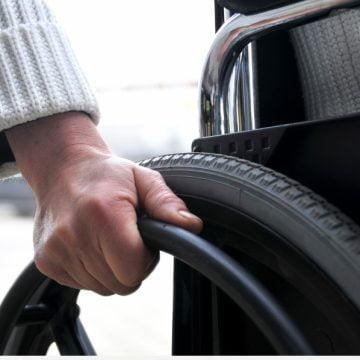 FII REPORTER: Supermarketuri fără rampe de acces pentru persoanele cu handicap