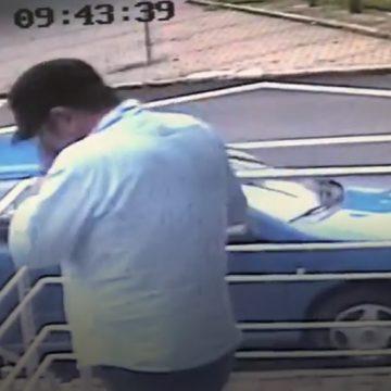 VIDEO: A lăsat o bătrânică fără bani și card. Poliția îl caută! L-ați văzut?!