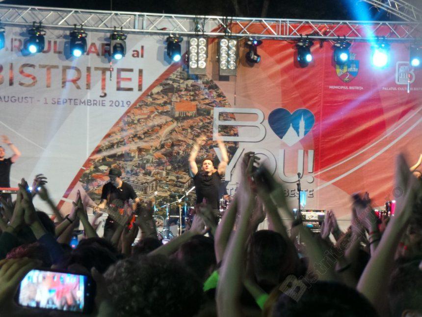 FOTO/VIDEO: Mii de bistriţeni, în stradă, la concertul The Motans