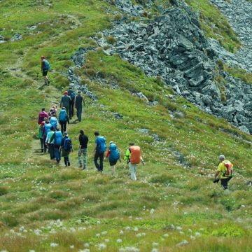Patru turiști au fost găsiți în Târlișua, după ce s-au rătăcit în Maramureș. Greșeala montaniarzilor: