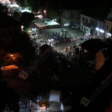 FOTO/VIDEO. Noaptea albă a Bisericii Evanghelice. Sute de bistriţeni, la coadă, în căutarea misterelor…