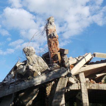 Rostul de dimineaţă:  S-a mai prăbuşit o clădire legendară a Bistriţei…