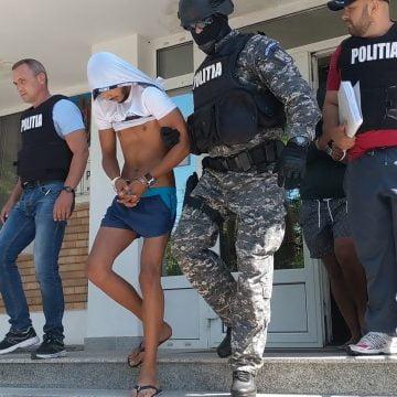 """VIDEO Cine sunt cei 3 proxeneți prinși la Bistrița. Infracțiunile, """"moștenire"""" de familie"""