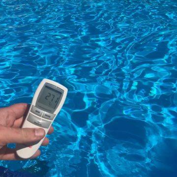 Căldură mare! Panourile solare de la ștrand încălzesc apa până la 27 de grade!