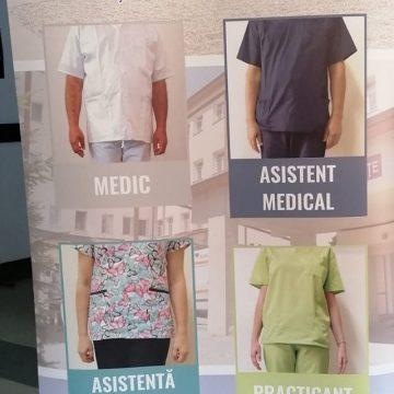 După modelul Spitalului Județean, și la Beclean, personalul va avea uniforme pe coduri de culoare