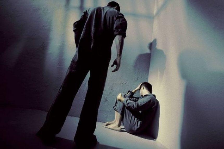 ȘOCANT! Un tânăr abandonat de părinți la naștere ar fi fost violat de un consumator de droguri