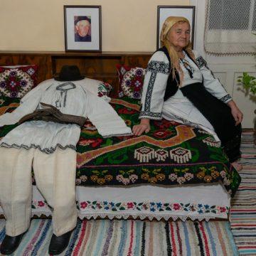 EMOŢIONANT: Alexandra Corcode, o tânără elevă, doi bunici şi premiul pentru cel mai bun portret din România!