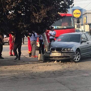 FOTO:  Italienii beţi la volan ne dărâmă stâlpii de curent