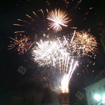 FOTO/VIDEO: Atmosferă incendiară, pe pietonal! Artificiile au încheiat spectaculos Târgul Mare al Bistriţei