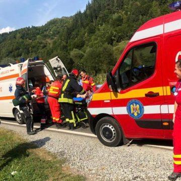 O familie cu doi copii mici, la spital, după ce mașina în care se aflau s-a răsturnat!