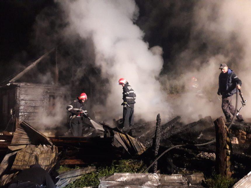 FOTO: Noapte de foc pentru pompierii bistrițeni, din cauza unei improvizații