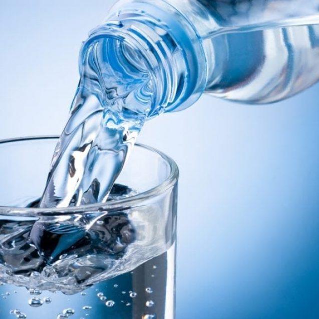 """Este sau nu potabilă """"apa cu aur"""" de la Maieru? Ce spun analizele de laborator"""