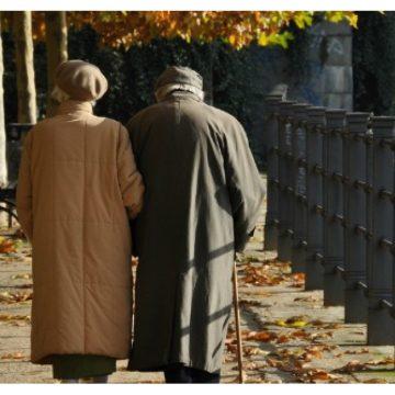 Se-ntâmplă și lucruri frumoase pe Bârgău: Cuplu de bătrânei, felicitați de polițiști și o tinerică!