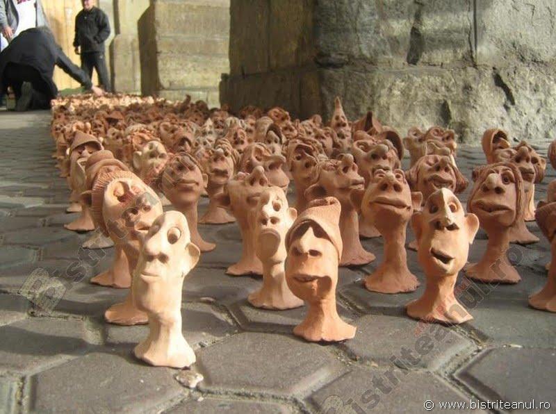 Cum au reușit 6.000 de figurine ale unui bistrițean să adune 35.000 de euro pentru cauze nobile