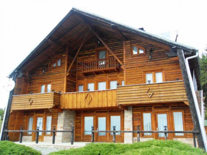 Cabana de vânătoare preferată de Ceaușescu, situată în pădurea cu cea mai mare comasare de urși din Europa va fi reabilitată