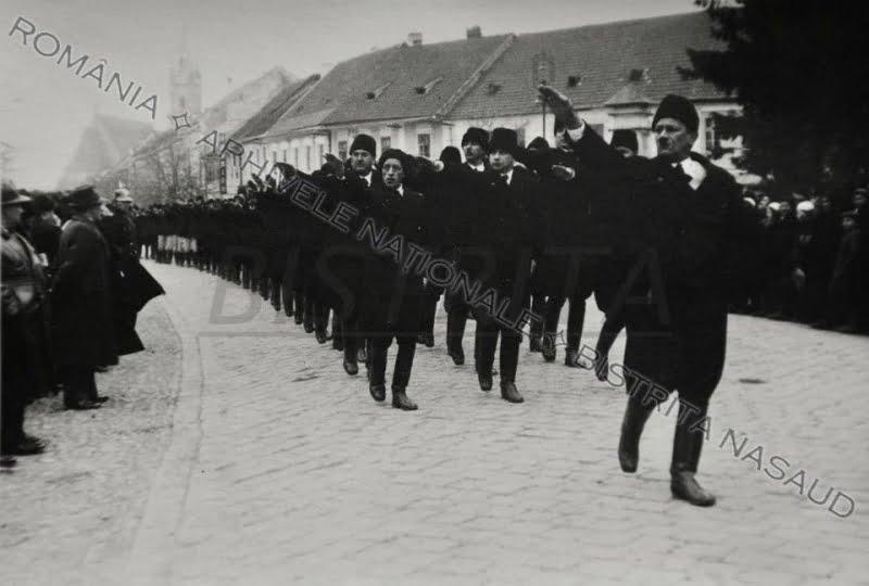ALTE VREMURI. Peste 35.000 de sași au fost somaţi, în septembrie 1944, să plece din Bistrița. Ca să nu fie împuşcaţi de ruşi
