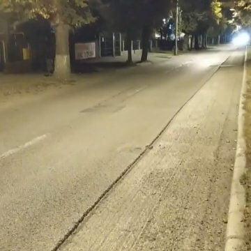 FOTO/VIDEO – Asfaltări inutile: Și freza de asfalt și-a dat seama că lucrările pe Republicii nu-și aveau rostul!