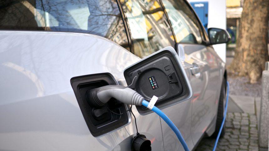 Bistrița va avea 4 stații de încărcare pentru mașinile electrice și hibride!
