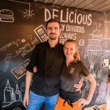 Doi bistrițeni au pus pe picioare cel mai cool local dedicat burgerilor din Cluj-Napoca