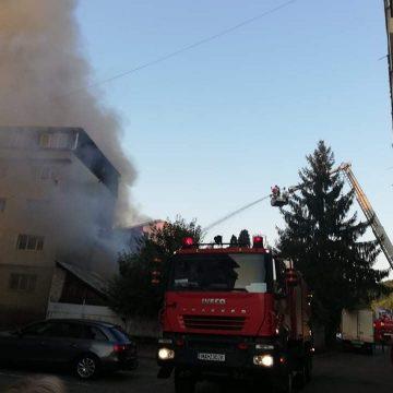 FOTO/VIDEO: Incendiu la un fost bar din zona Ștefan cel Mare
