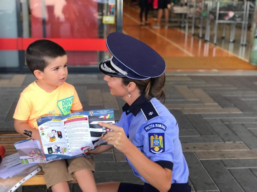 FOTO: Să tot înceapă școala! Copiii au primit propriul câine protector, din partea polițiștilor!