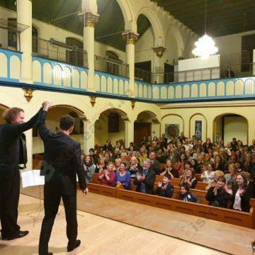 FOTO/VIDEO. Neobişnuit şi răscolitor concert: Eduard Kunz şi Yuri Medianik au umplut până la refuz Sinagoga